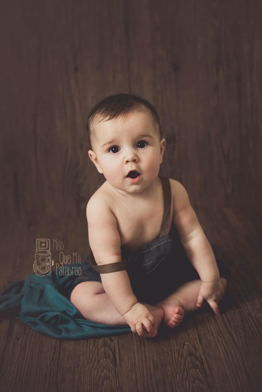240dc0cba Reportaje fotográfico en estudio bebés Asturias