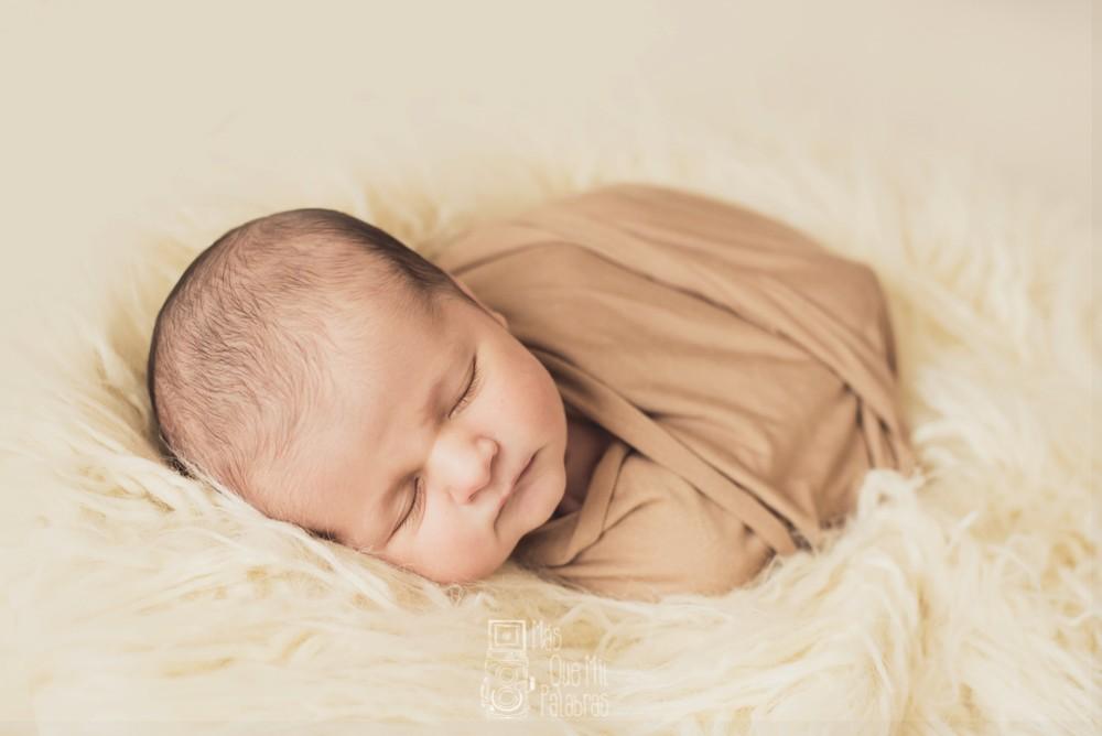 d51aa695f Reportajes fotograficos de recién nacido en Asturias